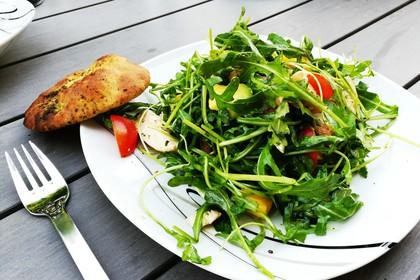 Mango-Avocado-Salat mit Hühnerstreifen